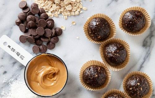 Dark Chocolate Peanut Butter Granola Bites
